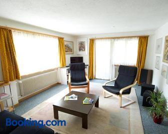 Ferienhaus Wanner - Splügen - Wohnzimmer