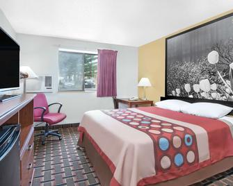 Super 8 by Wyndham Kent/Akron Area - Kent - Bedroom