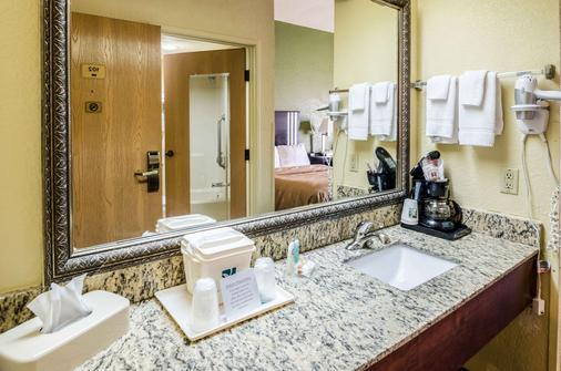 Quality Inn & Suites - Wytheville - Bathroom