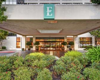 Embassy Suites by Hilton Santa Clara Silicon Valley - Санта-Клара - Building