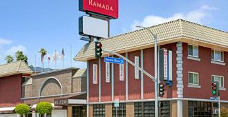 Ramada by Wyndham Los Angeles/Downtown West - Los Angeles - Gebäude