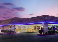 Knights Inn Palmdale Lancaster Area - Palmdale - Rakennus