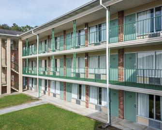 Days Inn by Wyndham Jellico - Tennessee State Line - Jellico - Building