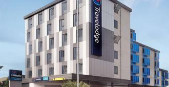 Travelodge Manchester - Manchester - Building