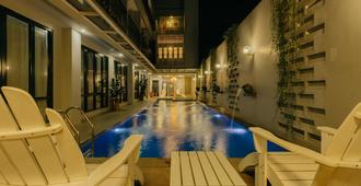 Urbanest Inn House Tb Simatupang - Yakarta - Piscina