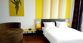 Men's Resort & Spa - Caters To Gay Men - Siem Reap - Bedroom