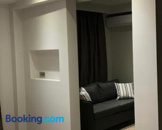 B. U. Luxury Apartments - Asprovalta - Wohnzimmer