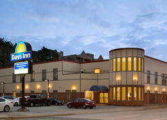 Days Inn by Wyndham Hamilton - Hamilton - Building