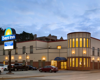 Days Inn by Wyndham Hamilton - Hamilton - Bâtiment