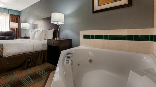Best Western Regency Inn - Danville - Bedroom