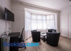 Max Aviation Villa & Apartments - Bern - Living room