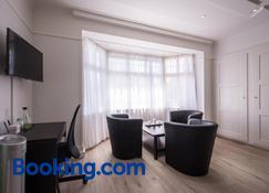 Max Aviation Villa & Apartments - Berna - Sala de estar