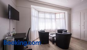 Max Aviation Villa & Apartments - Bern - Huiskamer
