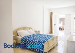 hikari guesthouse - Kuta - Bedroom