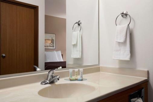 Travelodge by Wyndham Elko NV - Elko - Bathroom