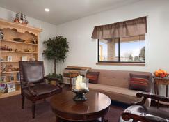 Travelodge by Wyndham Elko NV - Elko - Living room