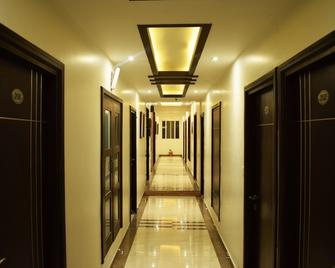 Green View By Green Tree Hotels - Rishikesh - Pasillo