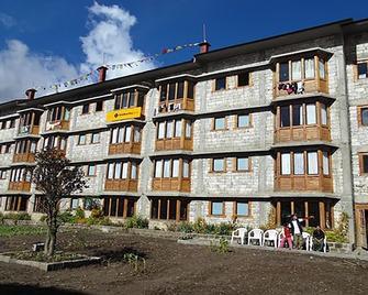 Namche Hotel - Nāmche Bāzār - Building
