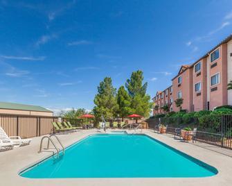 Days Inn by Wyndham Camp Verde Arizona - Camp Verde - Pool