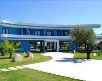 Hotel Club Cala Longa - Montepaone - Building