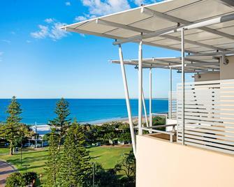 Ultiqa Shearwater Resort - Caloundra - Beach