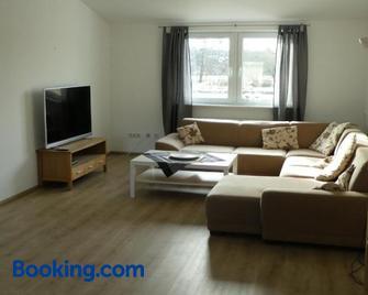 Ruhige Ferienwohnungen Mit Teichblick - Laubach (Giessen) - Wohnzimmer
