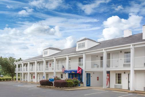 Baymont by Wyndham Tuscaloosa - Tuscaloosa - Building