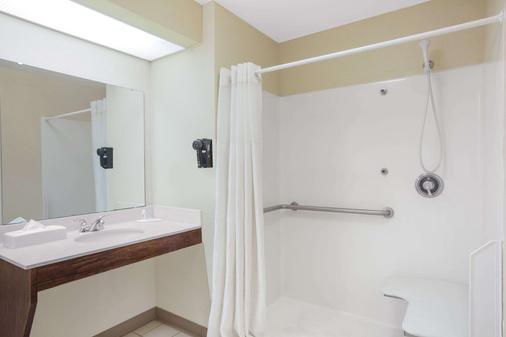Baymont by Wyndham Tuscaloosa - Tuscaloosa - Bathroom
