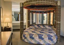 Rodeway Inn - Richmond - Bedroom