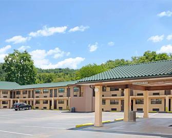 Days Inn Cherokee/Smokey Mountains - Cherokee - Building