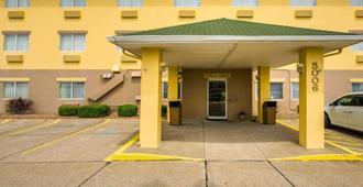 Quality Inn East - Evansville