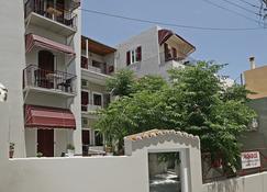 Paradise - Ερμούπολη - Κτίριο