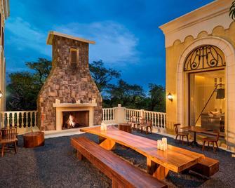 Le Méridien Mahabaleshwar Resort & Spa - Mahabaleshwar - Innenhof