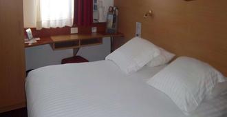 Kyriad Cannes Mandelieu - Cannes - Bedroom