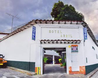 Hotel Abril - San Gil - Edificio