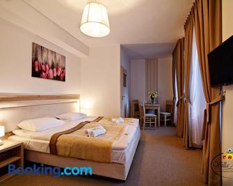 Villa Astra - Apartments & Breakfast - Oświęcim - Bedroom