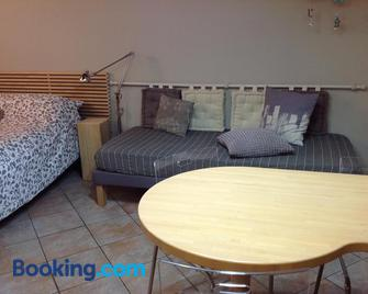 Home White - Лайвес - Living room