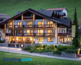 Hotel Alpenfrieden - Lutago - Building