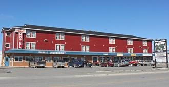 Stop In Family Hotel - Whitehorse