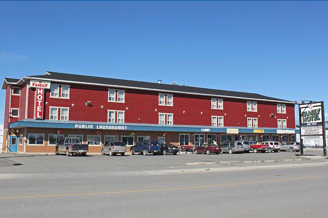 Stop In Family Hotel - Whitehorse - Edificio