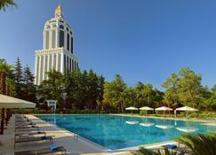 Sheraton Batumi Hotel - Batum - Piscina