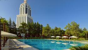 Sheraton Batumi Hotel - Batumi - Bể bơi