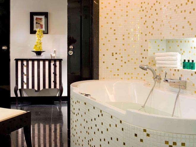 Sofitel Cairo Nile El Gezirah - Cairo - Phòng tắm
