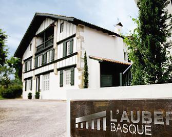 L'auberge Basque - Сен-Пе-сюр-Нівель - Building