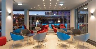 Holiday Inn Express Lisbon - Alfragide - Lisbon - Lounge