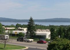 @ Michigan Inn & Lodge - Petoskey - Building