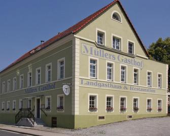 Hotel & Pension Müllers Gasthof - Радеберг - Building