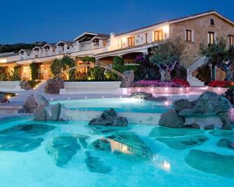 Hotel Pulicinu - Arzachena - Piscina