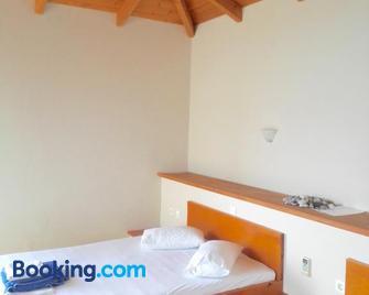 12 Gods Resort - Pylos - Bedroom