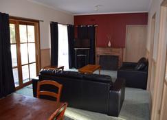 Mountain View Motor Inn & Holiday Lodges - Halls Gap - Living room